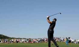 Johnson y Mickelson avanzan en Mundial Match Play de golf